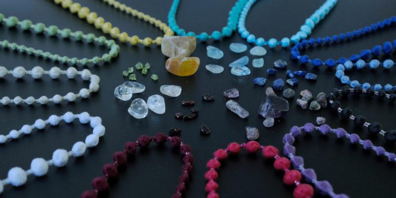 【プレスリリース】まるで糸の宝石!誕生石の色を忠実に再現した、 お守り代わりになる刺繍糸ネックレスがトリプル・オゥから誕生!